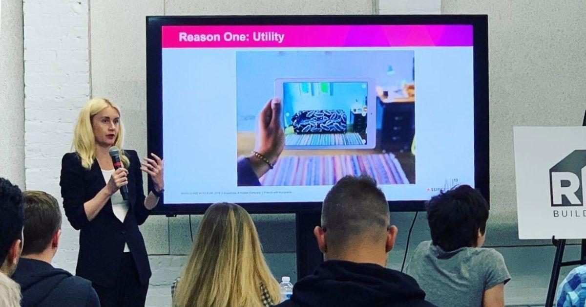 Cortney Harding, fundador de Friends with Holograms, explica los beneficios del entrenamiento de realidad virtual.
