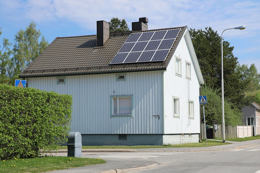 EVs can charge with solar power